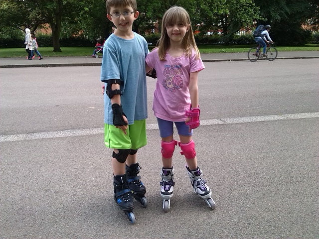 rollerblading_hyde_park_640x480